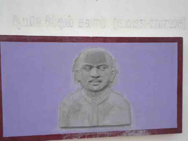 தமிழ்த் தலைவர்களின் சிற்பங்கள்