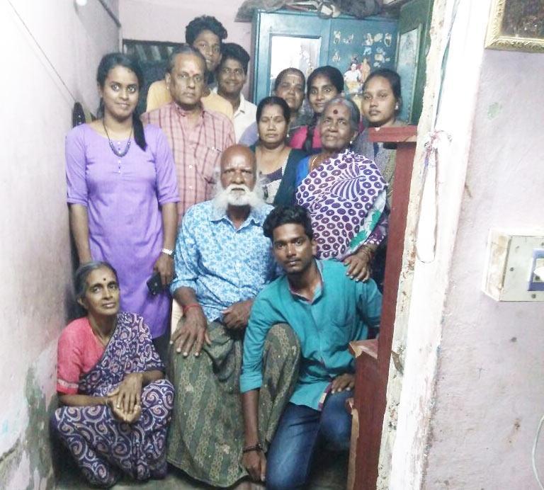 சுதந்திரப் போராட்டத்  தியாகி காந்தி குடும்பத்தாருடன்.