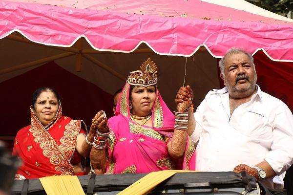 ஜீப்பில் மம்தா