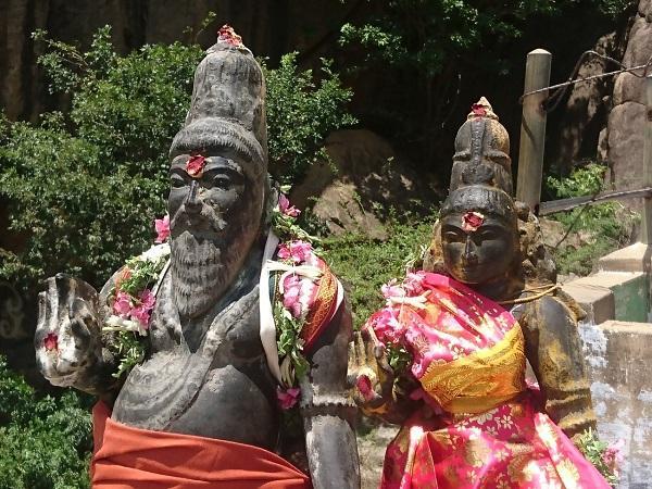 லோகமுத்திரை சிலை -உடைக்கும் முன்பு