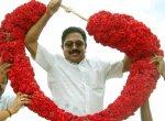 'நாங்களும் அ.தி.மு.க-தான்..!' - ஆதரவாளர்களுக்கு தினகரனின் புத்தாண்டு சர்ப்ரைஸ்