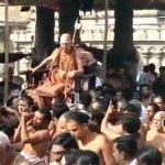 காஞ்சிபுரம் வரதராஜ பெருமாள் கோயிலுக்கு வந்த ஜெயேந்திரருக்கு பஞ்ச முத்திரை மரியாதை!