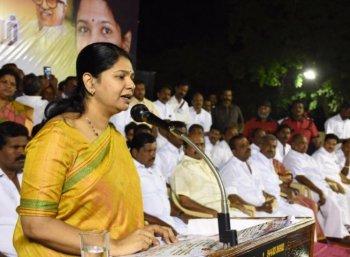 `ஜெயலலிதா எப்படித்தான் ஆட்சி நடத்தினாரோ..?' - கலகலத்த கனிமொழி
