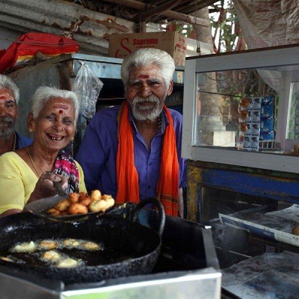 ``ஒரு ரூபாய் வடை, கலந்த சாதம் 12 ரூபாய்'' - 74 வயதில் அசத்தும் தாத்தா பாட்டி கடை லட்சுமி