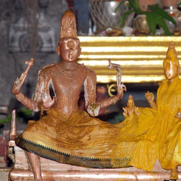 ஏகாம்பரநாதர் கோயிலின் எந்த சிலையிலும் தங்கம் இல்லை...  திக் திக் காஞ்சிபுரம்!