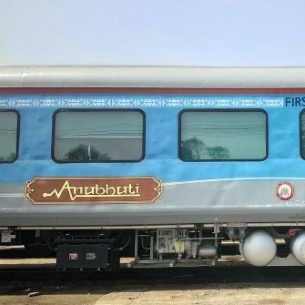 சென்னை - மைசூர் எக்ஸ்பிரஸில் இணைக்கப்பட்ட அனுபூதி சிறப்புப் பெட்டி... என்ன ஸ்பெஷல்? #SpotVisit