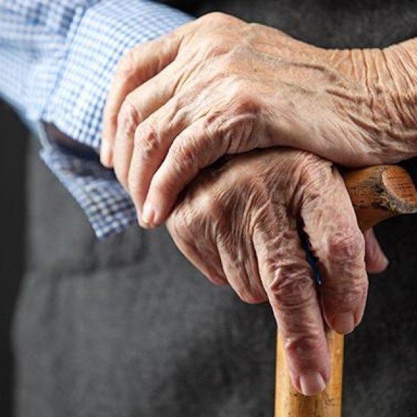 பார்கின்சனை வெல்லத் தேவை நம்பிக்கை! – அறிகுறிகள், சிகிச்சைகள், வாழும் உதாரண மனிதர்! #ParkinsonsDisease