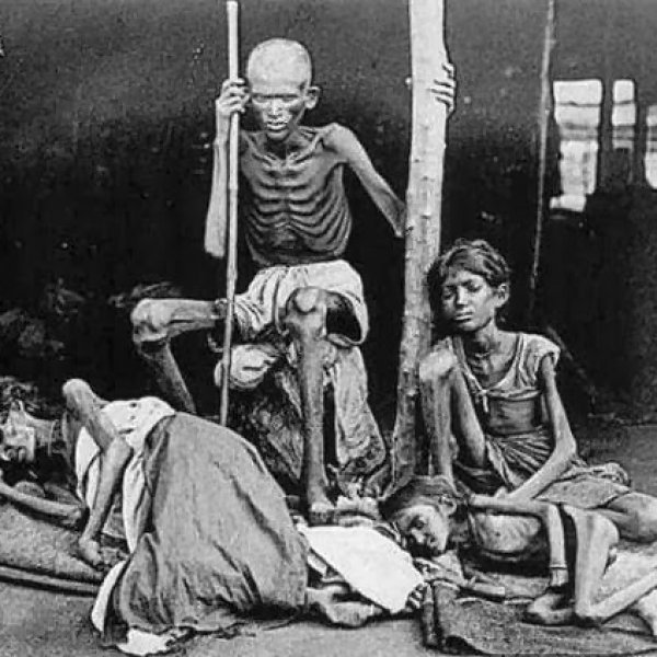 அசோகர் குளம் வெட்டியதுதான் பாடத்தில் இருக்கிறது.... தேவதாசிகள் குளம் வெட்டியது இல்லை!
