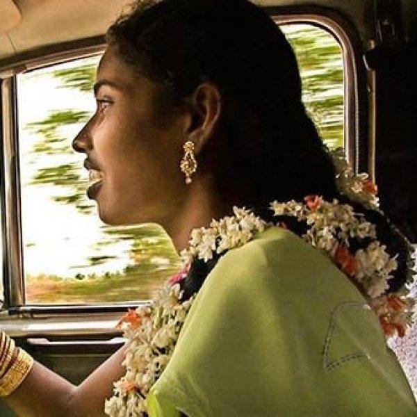 பால்ய திருமணம் முதல் ஃபர்ஸ்ட் லேடி விருது வரை... பெண் டிரைவர் நிகழ்த்திய சாதனை!