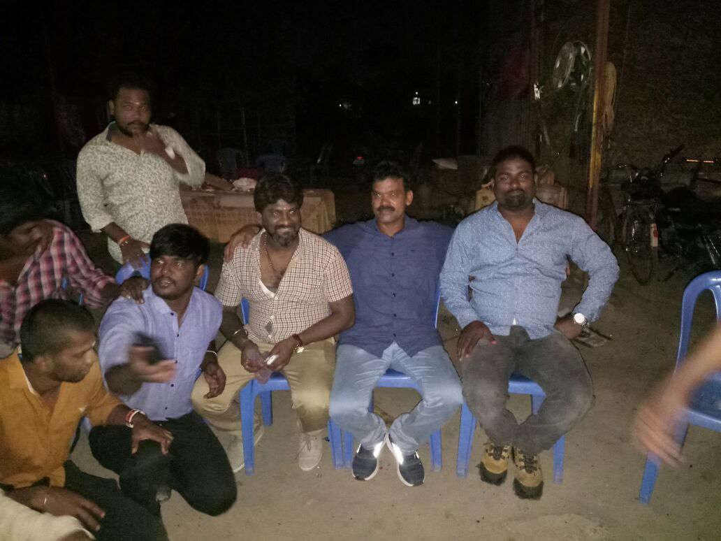 கூட்டாளிகளுடன் ரவுடி பினு