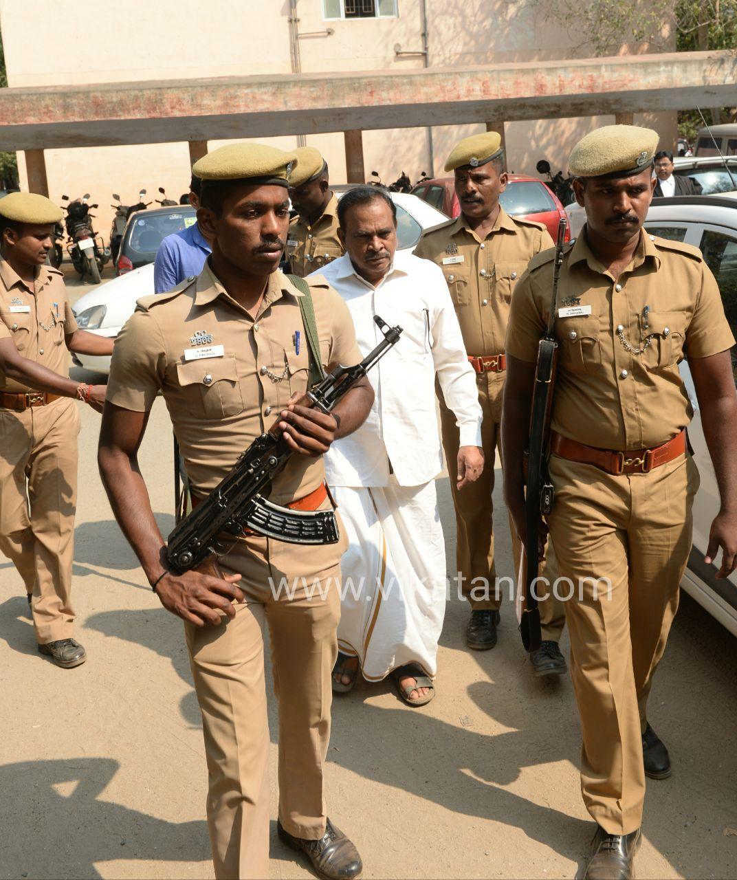 துணைவேந்தர் கணபதி.