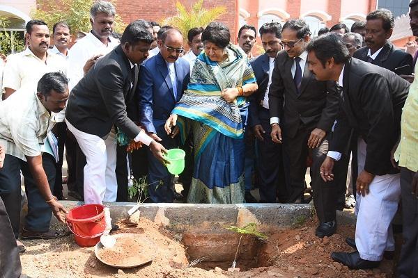 தலைமை நீதிபதி இந்திராபானர்ஜி.