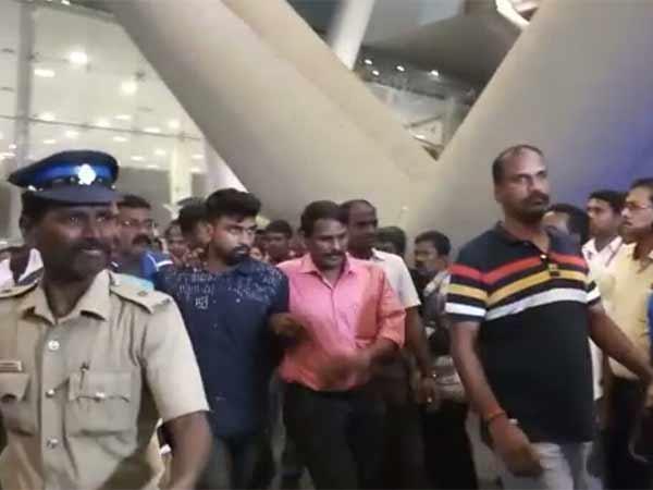 சென்னை விமான நிலையத்தில் பலத்தப்பாதுகாப்புடன் தஷ்வந்த் அழைத்து வரப்படுகிறார்.