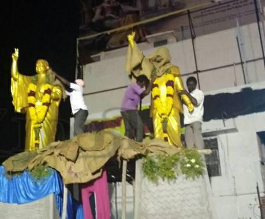 எம்.ஜி.ஆர். ஜெயலலிதா சிலை