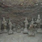 கழிவறை கட்டத் தோண்டியப் பள்ளத்தில் 11 பழைமை வாய்ந்த சாமி சிலைகள் கண்டெடுப்பு!