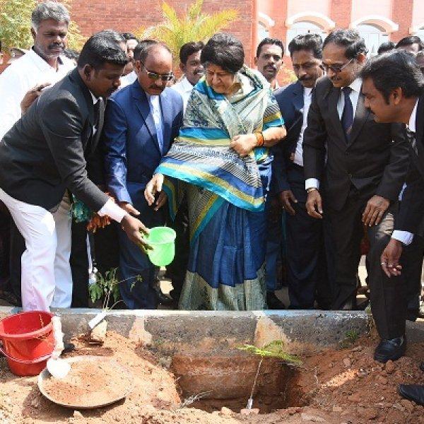 நீதிபதிகள் தீர்ப்புகள் மூலமாகதான் பேச முடியும் - உயர்நீதிமன்றத் தலைமை நீதிபதி இந்திராபானர்ஜி