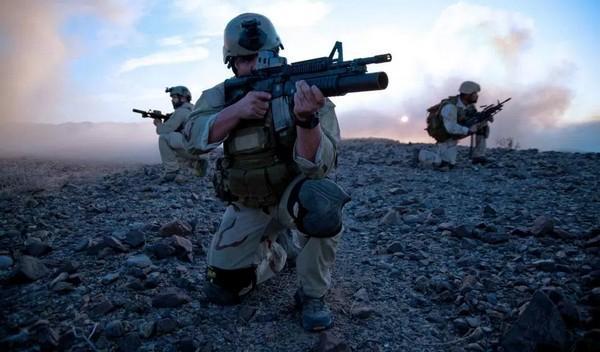 போர் பயிற்சியில் அமெரிக்க வீரர்கள்...