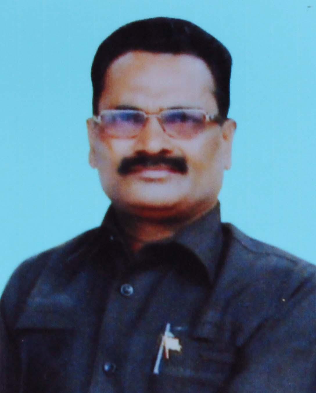 தலைமையாசிரியர் இராஜேந்திரன்
