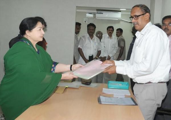 ஆர் கே நகர் மனுதாக்கல்