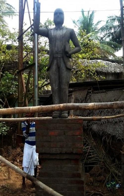 அகற்றப்பட்ட அம்பேத்கர் சிலை