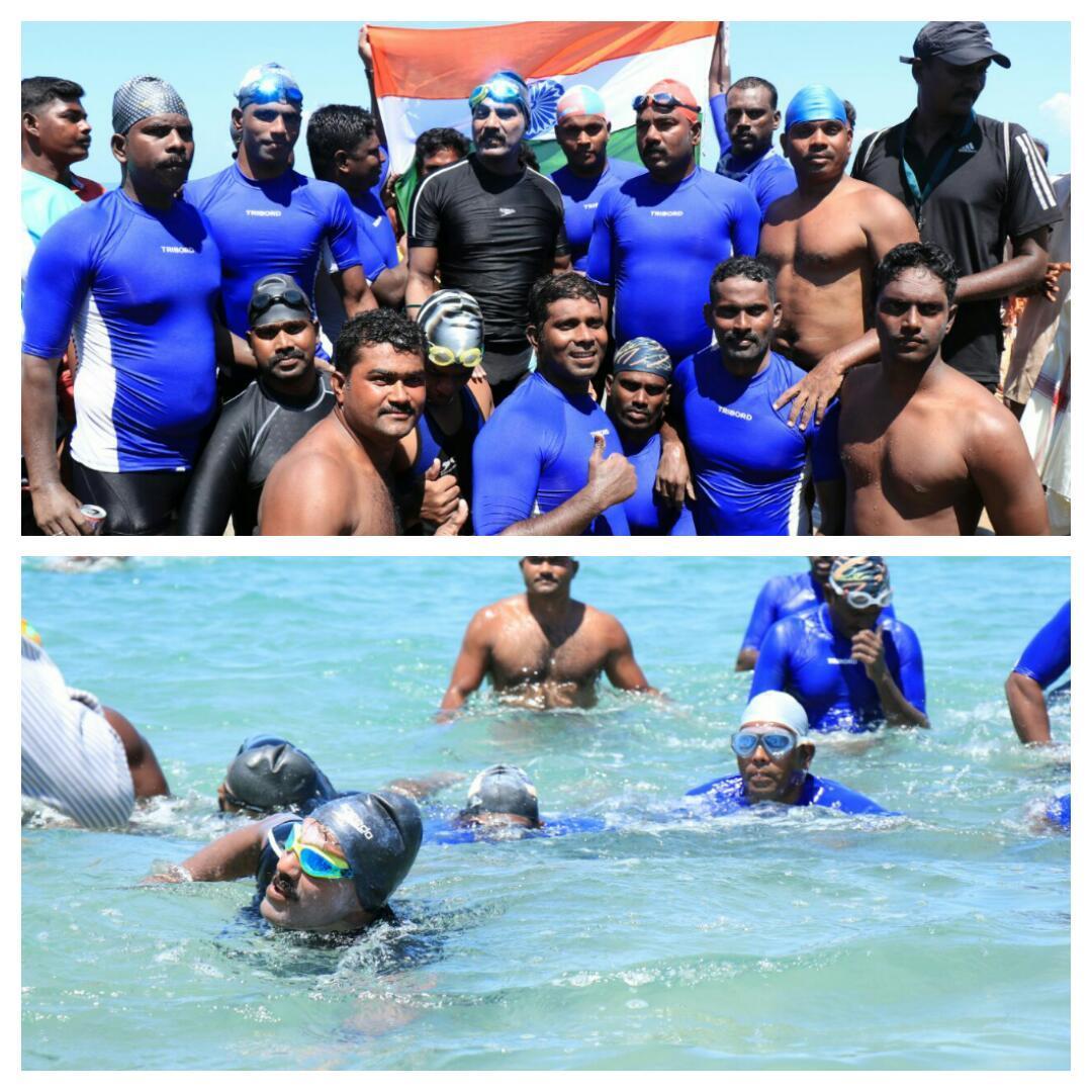 பாக்நீரிணை பகுதியை நீந்தி கடந்த சைலேந்திரபாபு குழுவினர்.