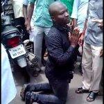 பறக்கும் முத்தம் கொடுத்த நைஜீரிய இளைஞர்..! போலீஸில் ஒப்படைத்த பொதுமக்கள்!