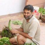 முக்கால் ஏக்கர் நிலத்தில் 30 வகை காய்கறிகள்... இயற்கை விவசாயத்தில் அசத்தும் கல்லூரிப் பேராசிரியர்!