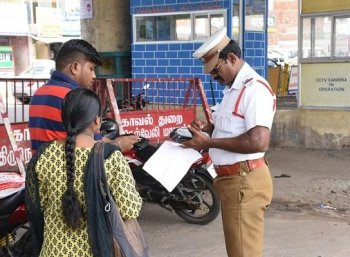 இவர்கள் பைக் ஓட்டினால் பெற்றோர்களுக்குத்தான் அபராதம்! சென்னை போலீஸ் அதிரடி அறிவிப்பு