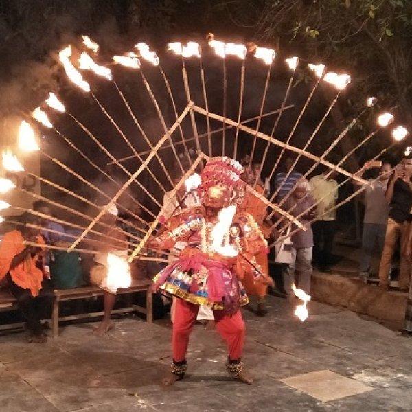 சென்னையில் `மதுரைவீரன்'... பெசன்ட் நகரில் நிகழ்ந்த தெருக்கூத்து!