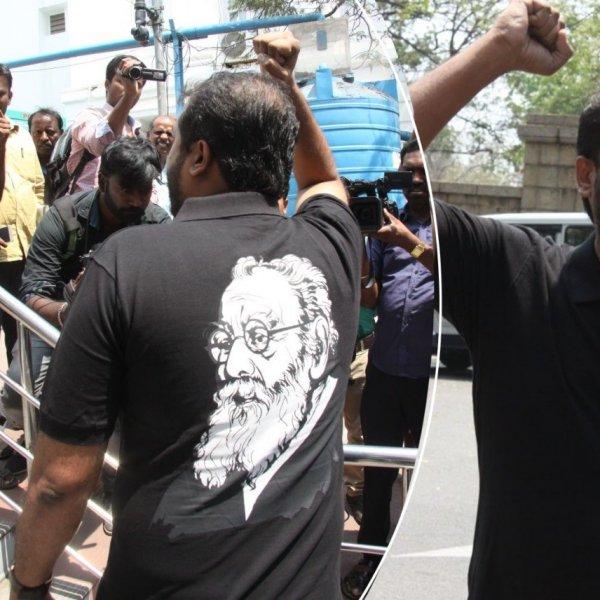 பெரியார் உருவ டி-ஷர்ட்டுடன் சட்டப்பேரவைக்கு வந்த தமிமுன் அன்சாரி!