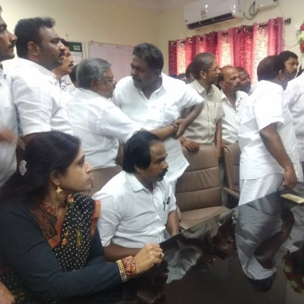 `இப்படித்தான் ஒருமையில் பேசுவதா?' - எம்.எல்.ஏ-க்கள் மீது தேர்தல் அதிகாரி புகார்