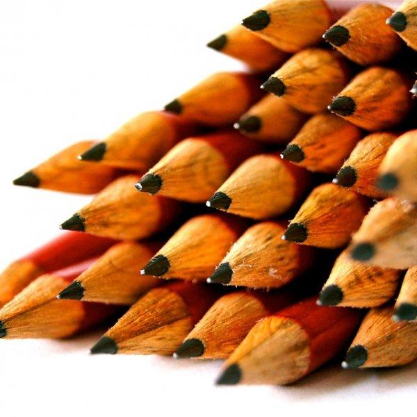 45000 சொற்கள்... 70 மைல் தூர கோடு... ஒரு பென்சில் என்னவெல்லாம் செய்யும்? #PencilDay
