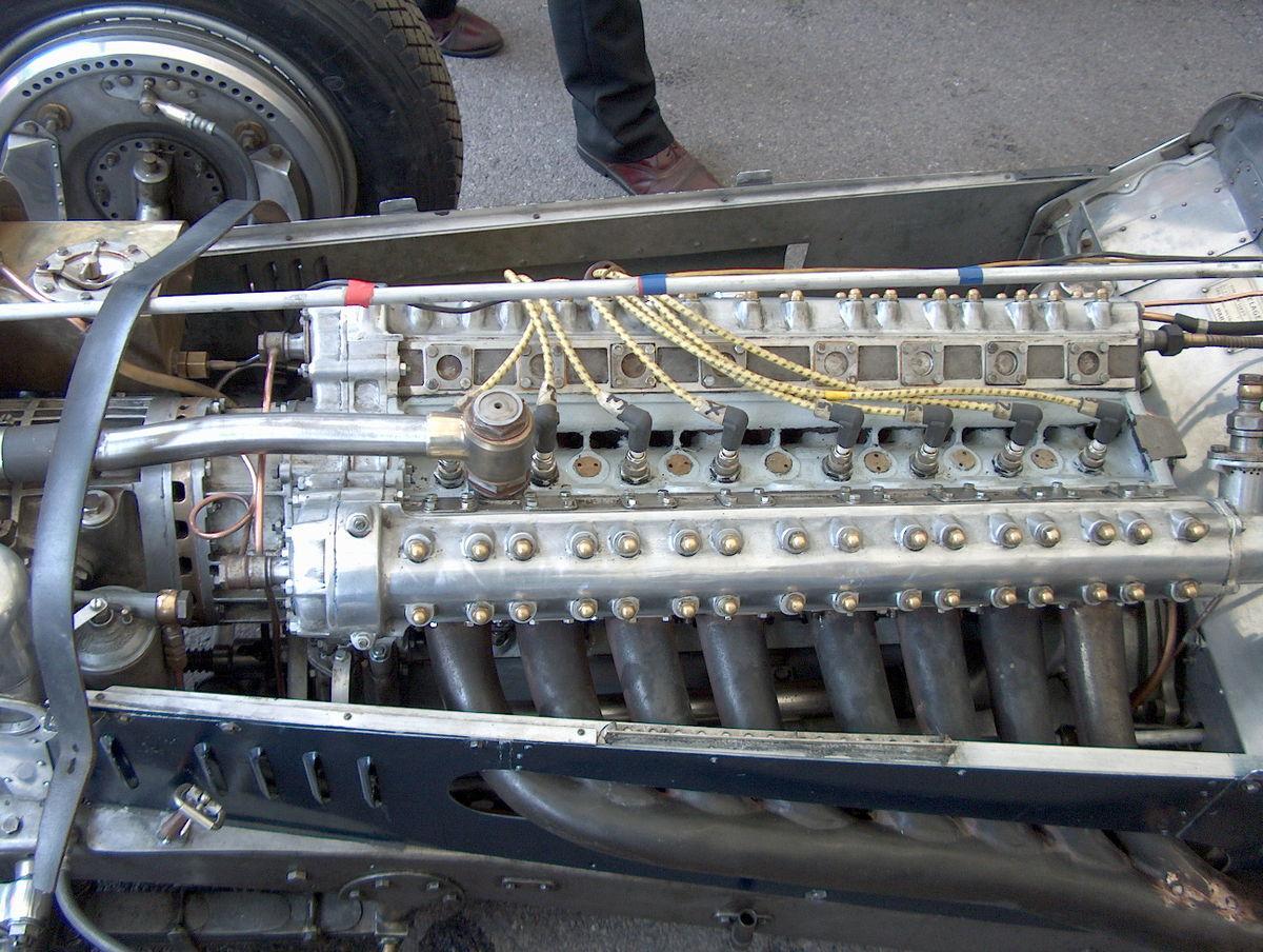 straight 8 cylinder engine