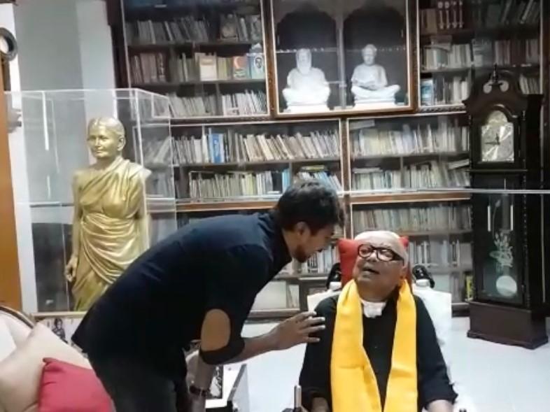 கருணாநிதியுடன் உதயநிதி ஸ்டாலின்
