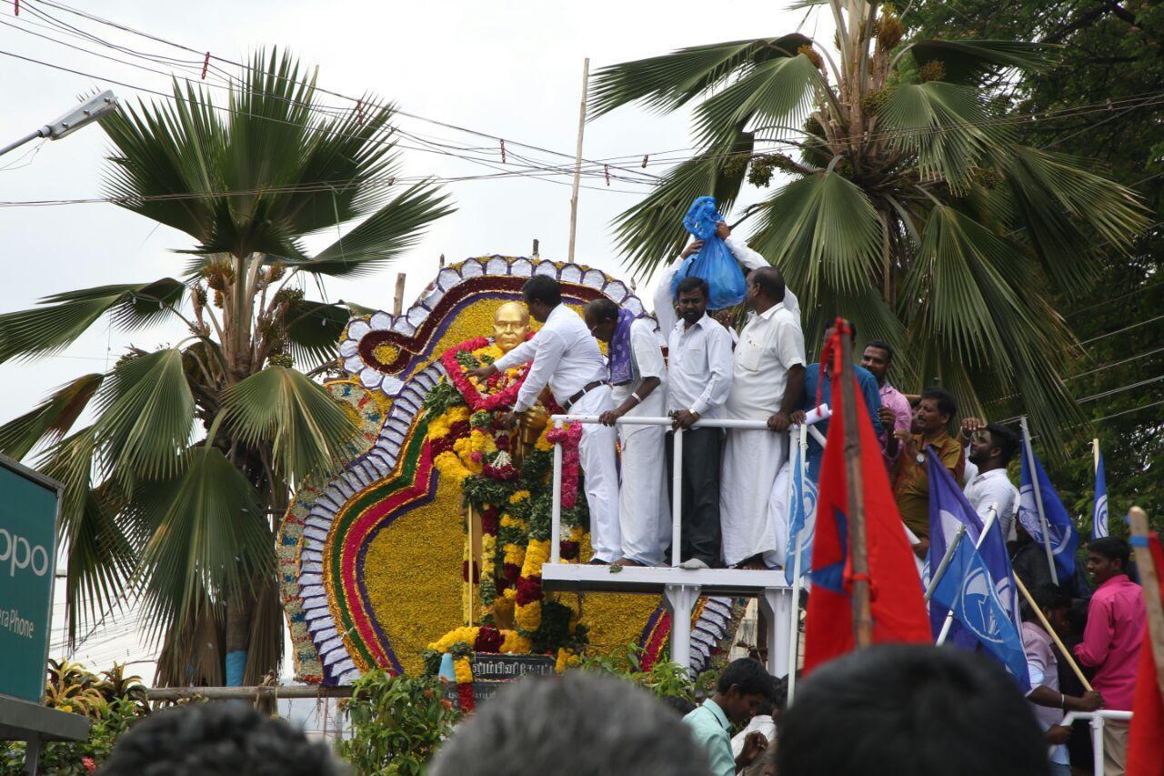 அம்பேத்கர் சிலைக்கு மரியாதை