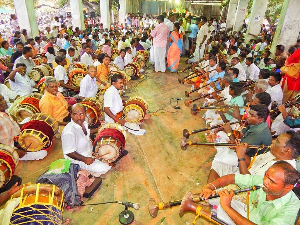 தென்னம்பாக்கம் கிராமத்தில் குவிந்த  பக்தர்கள்