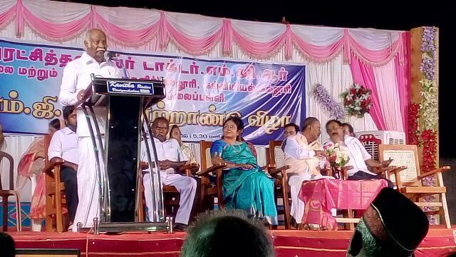 கறிவிருந்துடன் நடந்த எம்.ஜி.ஆர் விழாவில் அன்வர்ராஜா.