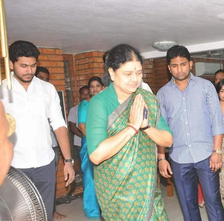 ஜெய் ஆனந்த் சசிகலா விவேக் ஜெயராமன்