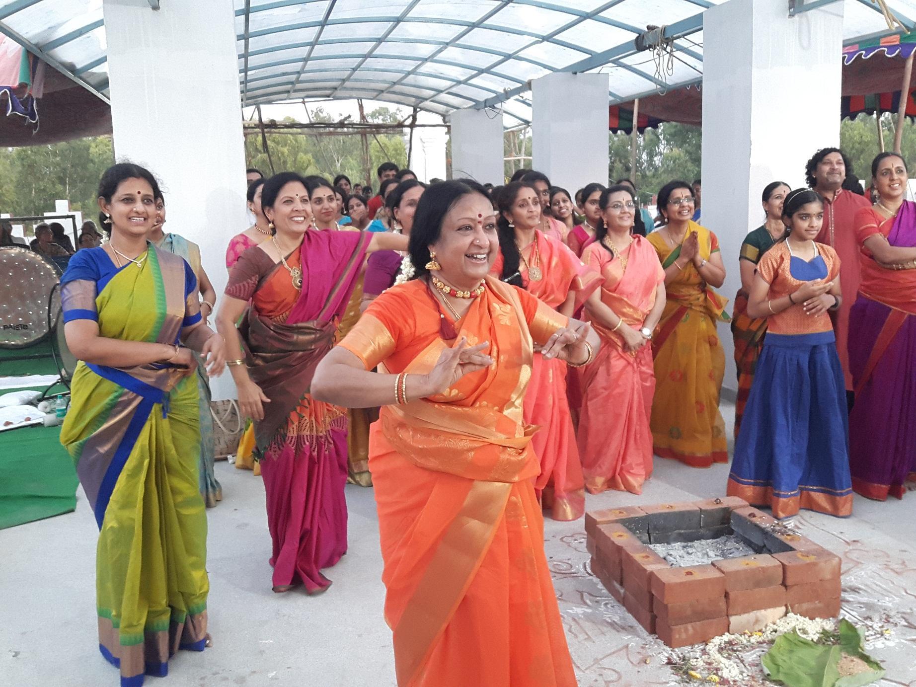 பரதமுனி கோயில் திறப்பு விழா, பத்மா சுப்பிரமணியம்