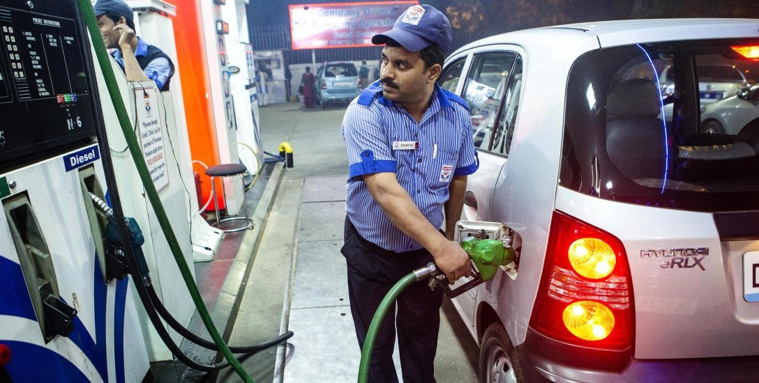 வெனிசுலாவில் 56 பைசா... சென்னையில் ரூ.77... உலகம் முழுவதும் பெட்ரோல் விலை என்ன?