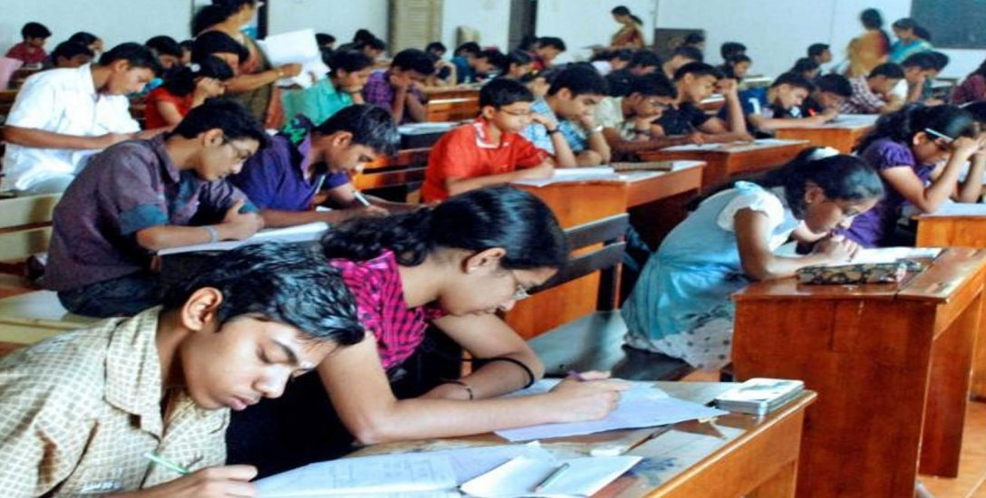 ஐ.ஐ.டி - ஜே.இ.இ முதன்மைத் தேர்வு எழுதிய மாணவர்கள் அதிர்ச்சி... ஏன்? #IIT
