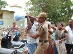 'இன்னைக்கு ஒரு முடிவு தெரிஞ்சாகணும்!' - கலெக்டர் ஆபீஸை பதறவைத்த 6 பேர்