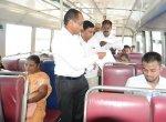 சாலை பாதுகாப்பு விழிப்பு உணர்வு பிரசுரங்களை விநியோகித்த மாவட்ட ஆட்சியர்!
