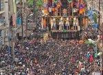 அமைச்சருக்காக 40 நிமிடம் காத்திருந்த மீனாட்சி - சுந்தரேஸ்வரர் தேர்!