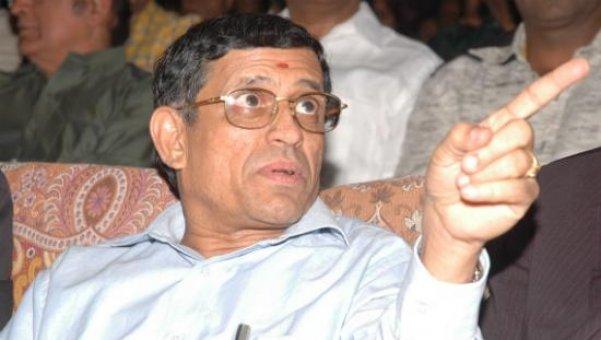 ரஜினிகாந்துடன் ஆடிட்டர் குருமூர்த்தி திடீர் சந்திப்பு...!