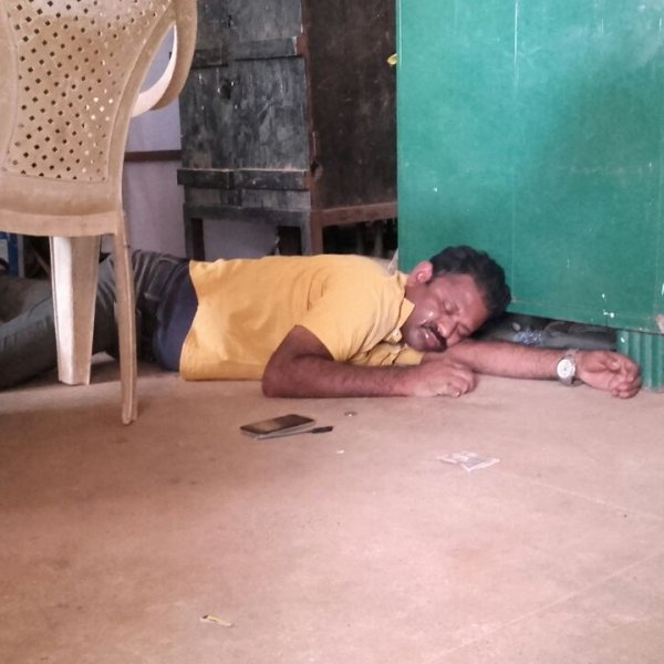 அரசுப் பள்ளியில் ஆசிரியர் நடத்திய அட்ராசிட்டி! குடிபோதையால் நடந்த கூத்து