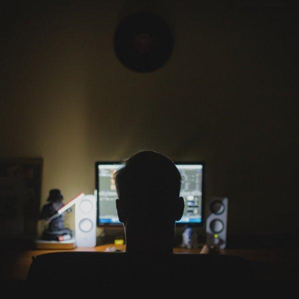 பார்வையைப் பாதிக்கும் கம்ப்யூட்டர் விஷன் சிண்ட்ரோம்... காரணங்கள், எளிய தீர்வுகள்! #ComputerVisionSyndrome