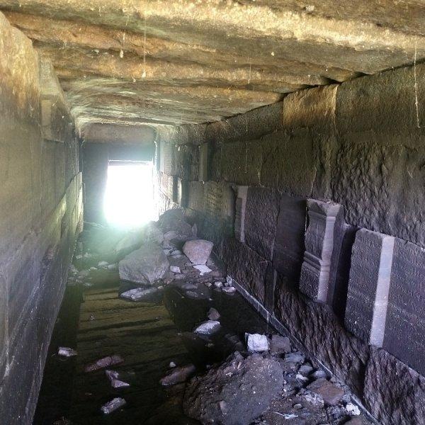1,080 ஆண்டு சோழர்காலக் கோயில் கண்டுபிடிப்பு! சாக்கடைக் கால்வாயான அவலம்