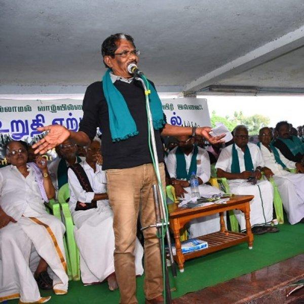 'கண்ணாம்பூச்சி விளையாட்டு விளையாடுகிறது மத்திய அரசு!' - கொதிக்கும் பாரதிராஜா