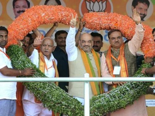 எடியூரப்பாவுடன் அமித் ஷா- கர்நாடகத் தேர்தல்